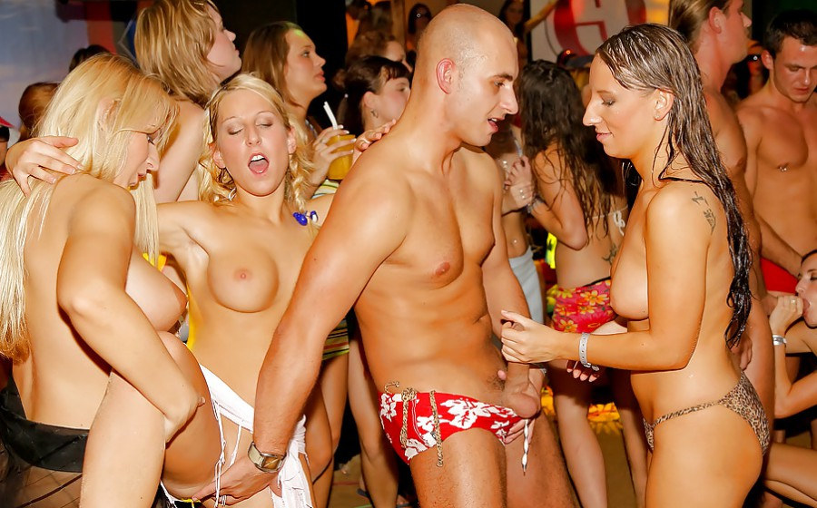 Nude party's